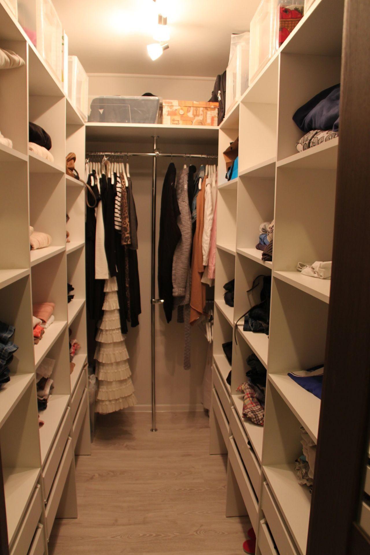 75 современных идей дизайна гардеробной комнаты с фото.